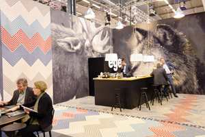 Standen til Egetepper var kledd med store digitaltrykkede tepper med naturtro dyremotiver i fire meters bredde.