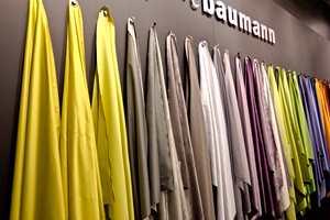 Dim-out, eller mørkeleggingstekstil, finnes i mange farger fra Création Baumann.