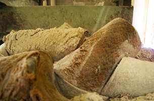 Linoljesement - linolje og tørrprodukt oksydert sammen. Slik skal de ligge i varme rom i to uker før videre behandling.