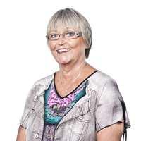 <b>KLIPP GRESSET:</b> Renholdsekspert Inger Dahl mener vi skal «klippe gresset» når vi støvsuger. – Dragene må overlappe hverandre. Vær nøye og ta deg god tid, sier hun.