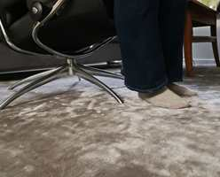 <b>MYK LUKSUS:</b> Et mykt teppe fjerner romklang, gir velbehag mot føttene og gjør rommet lunere og varmere.