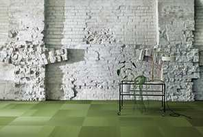 <b>GRØNN GLEDE:</b> «Straightforward» er en teppeflis i mikrotuft. Her vist i fargen «Aspargus». – Denne flisen har den høyeste slitestyrken, sier Laila Berg Nygaard.