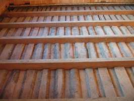 Rent og støvfritt er stubbeloftet nå klar for ny isolasjon og nye gulvbord.