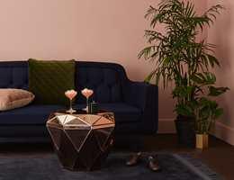 <b>ORIENTERING:</b> Jevnest resultat med maling med rull får du om du orienterer rullemønsteret i samme retning ved å avslutte med å rulle fra tak til gulv, eller omvendt. Foto: Flügger
