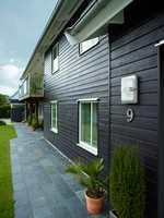Det er lite som er så enkelt å forandre med et hus som fasadefargen. Og fargene å velge blant er mange. Det samme er faktorene å ta hensyn til! Her er litt om hver av de vanligste fasadefargene.