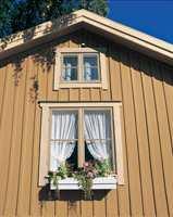 En ren fasade med intakt malingfilm står godt imot vær og vind.