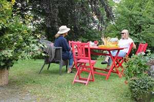 <b>SOM NYE:</b> Med noen strøk maling kan hagemøblene få helt nytt liv.