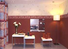 Tapetutstilling på Heimtextil med en klassisk bord-deling av vegg. Hos produsenten Ideco i Belgia med Storeys som norsk leverandør.