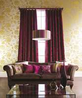 Den klassiske stilen får ispedd innslag spennende shimmereffekter og nye fargekombinasjoner. (Tapethuset/hHarlequin)