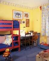 Tapetborden montert mot taket kan skiftes når barnerommet er utdatert.