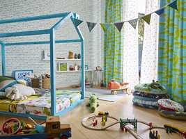 La barna velge mellom morsomme tapeter, sprek maling og tekstiler i alle verdens farger og mønstre. Tapet og tekstiler fra Tapethuset.