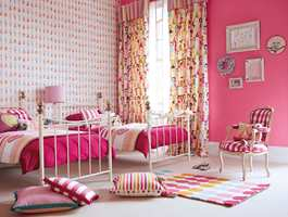 Glade farger i Harlequins første teppekolleksjon for barn. Den har flere kjente og kjære motiver fra eksisterende tapet- og tekstilkolleksjoner.