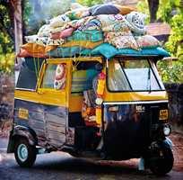 Denne samlingen av tekstiler og tapeter er rett og slett en fargefest!