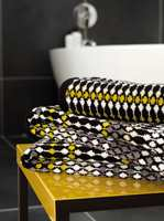 Hva med et nytt og kult håndkle til badet? Dette fra Harlequin, føres av Tapethuset.