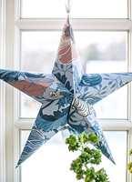TAPETSTJERNE: Få utløp for kreativiteten samtidig som du lager lekker julepynt, som denne stjernen av tapet.