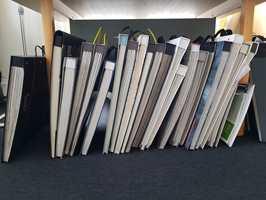<b>BOKBADET:</b> – Det er ikke lett å finne den rette tapetboken. Derfor må du forvente at betjeningen i din faghandel stiller deg spørsmål som eliminerer tapetbøker. Du bør sitte igjen med maks to bøker til vurdering, sier Arve Konglevoll hos Green Apple.