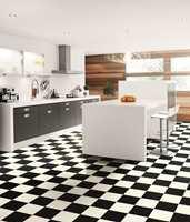 I et kjøkken er det en risiko for å søle, en mister ting i gulvet, og det er relativt høy slitasje foran benker. Et vinylgulv av god kvalitet er enkelt å vedlikeholde og tåler en støyt. (Tarkett)