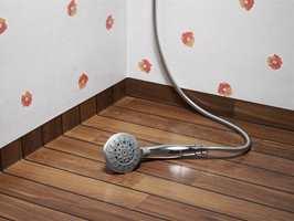 Materialet oppfyller det viktigste kriteriet på et våtrom; det er fullstendig fuktsikkert. Foto: Tarkett