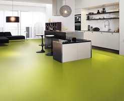 En lyst eplegrønn farge kler også rommet.