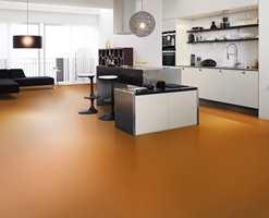 Hvilken farge vi velger på gulvet spiller stor rolle for måten rommet oppleves på. Fargen her er Oransje.
