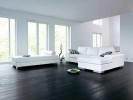 Parkettgulvet Epoque Eik Svart gir en elegant og dramatisk stil i rommet.