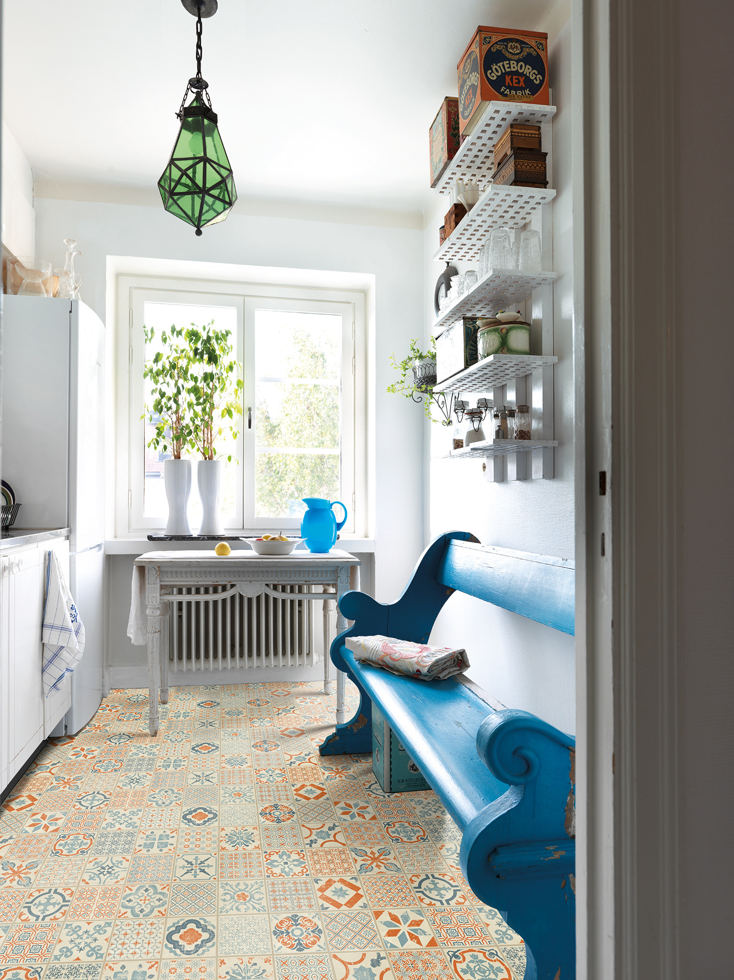 Designalternativene du får med klikkvinyl er svært mange. Ønsker du at gulvet skal se ut som tre, sten eller marokkanske fliser? Med klikkvinyl kan du få det meste. Her er Starfloor Click fra Tarkett.