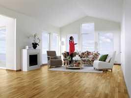 Eikeparkett, som dette gulvet fra Tarkett, er et svært populært gulv her til lands.
