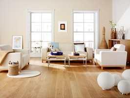 Siden gulvet er den største og mest belyste overflaten i rommet, bør du ta hensyn til denne ved valg av farger på andre flater.
