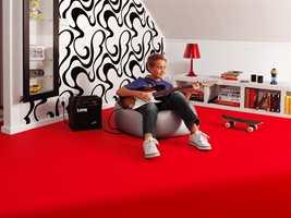 Med rødt gulv trenger man ikke så masse julepynt og det gir ny energi i en mørk tid.