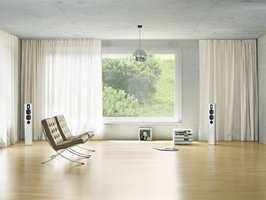 Tekniske gardiner er lette, tynne stoffer som slipper lyset inn, og absorberer lyden i stua. Gardiner fra INTAG.
