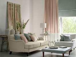 Laval er en ensfarget linkolleksjon med «steinvasket finish», som gir et lunt og avslappende preg. Passer fint som gardiner og møbeltrekk. Leveres i 25 vakre nyanser. Føres av Borge.