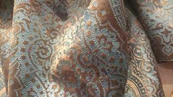 <b>TA PÅ:</b> Dette deilige velurtekstilet fra Lizzo/Green Apple er et typisk «må bare kjenne på»-tekstil.