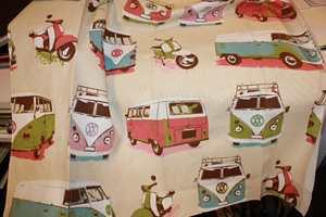 Et tekstil som minner om gamle ferieminner. Tekstilet er fra Tapethuset.