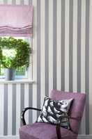 Det falt naturlig å ha lite gardiner i dette huset med sine små vinkler og vinduer med skråtak.