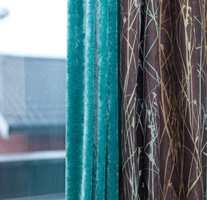 En dramatisk og fargesterk velur satt sammen med en trykket bomullskvalitet fra Harlequin og Tapethuset.