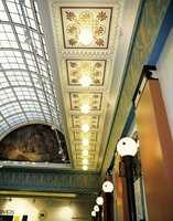 Mønsterpartiene i taket ble helt overmalt i hvitt i 1951, men man fant de originale mønstre ved hjelp av skraping. De ble kopiert i form av sjabloner.