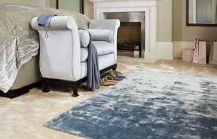 <b>LAG PÅ LAG:</b> Teppe på teppe i myk tencel-kvalitet for den som drømmer om litt ekstra luksus i hverdagen. Teppe fra INTAG. (Foto: INTAG)