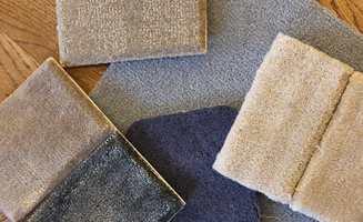 <b>MYKT:</b> Med heldekkende teppe på gulvet gir du føttene en myk start på dagen. (Foto: Bjørg Owren/ifi.no)