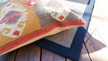 KELIM: Mønster, farger og materialene her skaper en lun og varm atmosfære.