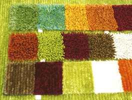 Prøver på flosstepper - rufsete og fargerikt i i den grønne moten, men også i burgunder, rustikk og brunfarger.