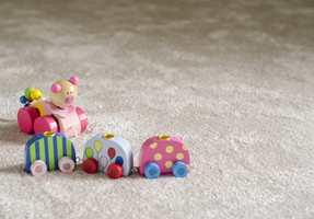 De fleste setter barnets komfort høyt. Med teppe får du et av de mest komfortable underlagene du kan tenke deg. Her fra Golvabia.