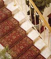 Tepper i trappen kan hjelpe som sklisikring. Her et teppe fra Tepepabo.