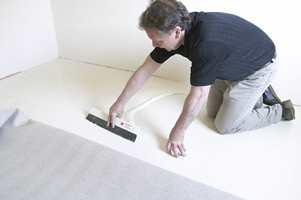 <br/><a href='https://www.ifi.no//kan-teppe-legges-rett-pa-betongen'>Klikk her for å åpne artikkelen: Kan teppe legges rett på betongen?</a><br/>Foto: Unspecified
