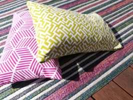FARGERIK: Det er mange fine sommerfarger i dette teppet. En fin palett å ta utgangspunkt i når du skal finne tekstiler til puter.