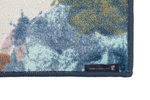 <b>BÅNDKANT:</b> Et kantbånd langs teppekanten rammer inn teppet og gjør at den holder i mange år.
