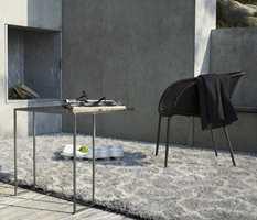 Et teppe kan fungere som en støvsamler og reduserer svevestøvet, men grundig støvsuging og lufting er viktig.