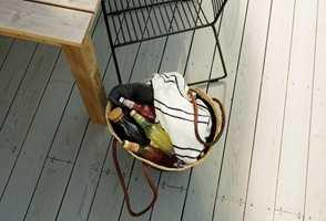 Nye egenskaper for terrassebeis gjør at du kan beise terrassen selv om det er fare for en regnskur ikke lenge etter.