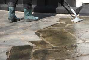 <b>RIKTIG BEHANDLING:</b> Nitor Stone Treatment – samme middel både rengjør og beskytter, og resultatet lar ikke vente på seg.