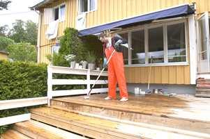 Påfør terrasserens/vask gjerne med en rulle...