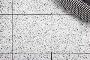 <b>LEVER LENGE:</b> Levetiden for porcellenato-fliser er betydelig lengre en «ekte» terrazzo, og flisene trenger aldri å impregneres.